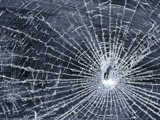 Broken-glass-wallpaper_3633