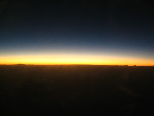 Post-sunset_horizon_from_aircraft