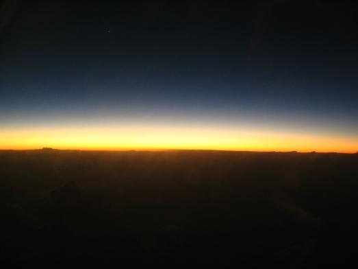 Post-sunset_horizon_from_aircraft