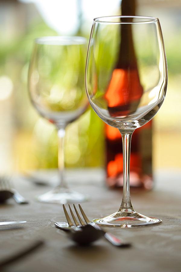 wine_glasses_on_table