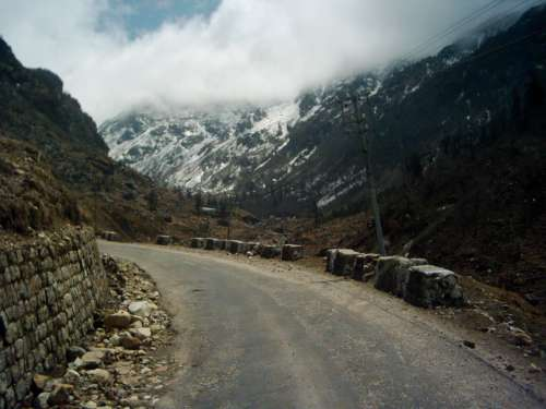 Darjeeling-Photos-hill-road-Darjeeling-2773-1-jpg-destreviewimages-500x375-1324602327